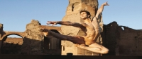 "Roberto Bolle a Caracalla. La ""vera"" danza in un sogno di una notte di mezza estate In una sera d'estate"